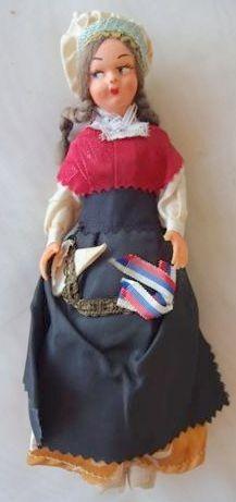 antigua muñeca souvenir vestimenta tipica francesa 22 cm