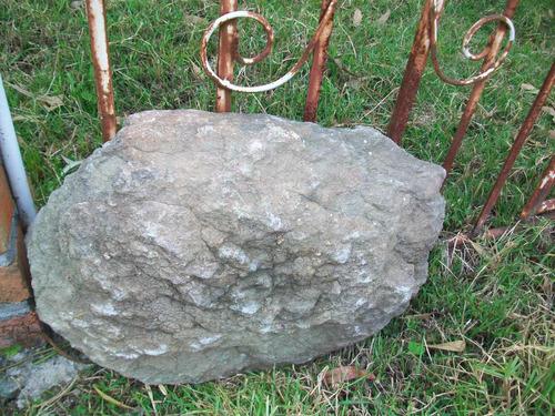 antigua piedra bebedero de aves, ideal decorar el jardin.