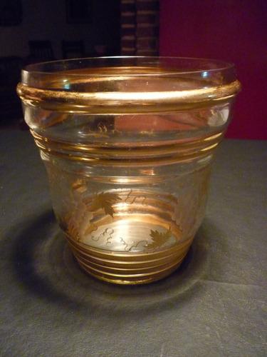 antigua ponchera de vidrio tallado con tapa metalica