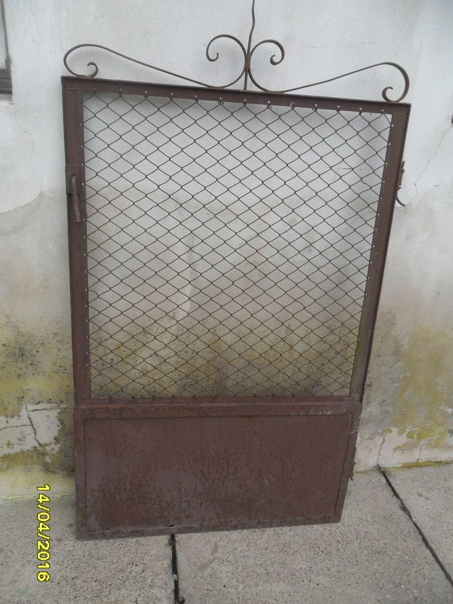 antigua puerta puertita verja campo chapa y tejido x