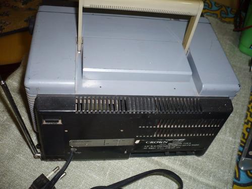 antigua radio reloj televisor crown con detalle.