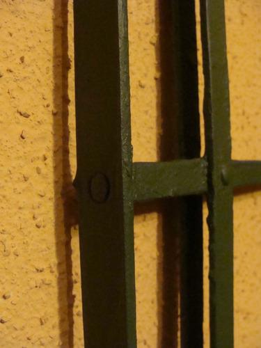 antigua reja proteccion -remachada-restaurada-85x109 cm
