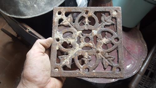 antigua rejilla cuadrada de fundicion sin marco 16,7 x 16,9