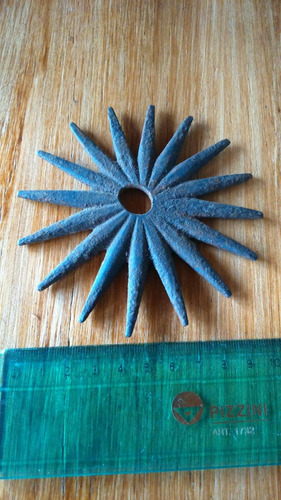 antigua rodaja en hierro forjado