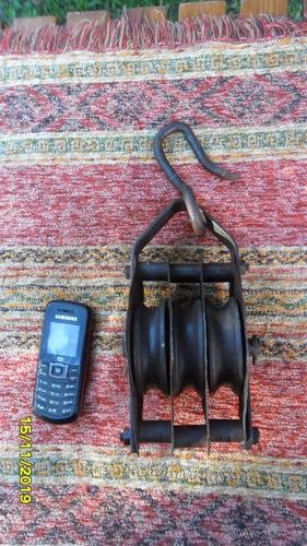 antigua roldana hierro aparejo triple no pasteca moton