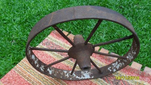 antigua rueda carretilla  en hierro 38cm de diámetro