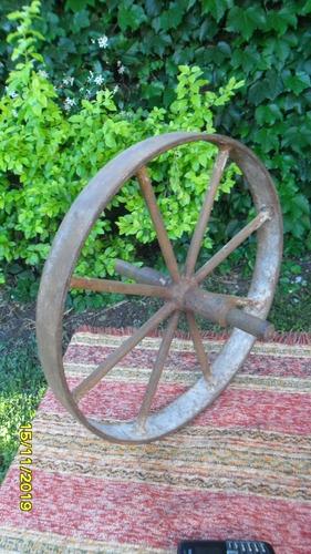 antigua rueda carretilla  en hierro 40 cm de diámetro