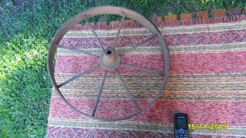antigua rueda carretilla  en hierro 42 cm de diámetro