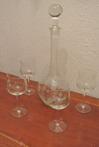 antigua set botella y cuatro copas de vidrio talladas
