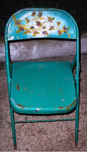 antigua silla cervecera plegable de chapa con diseño