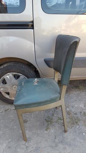 antigua silla de oficina en chapa gruesa a reciclar