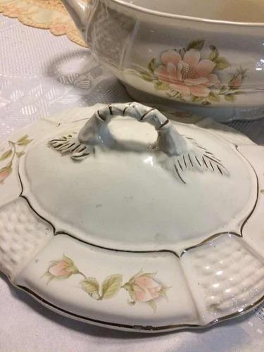 antigua sopera en cerámica cuchara y tapa