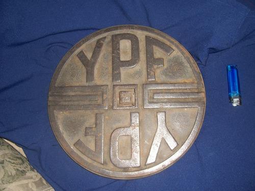 antigua tapa de fundicion de ypf