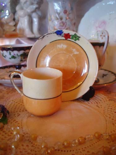 antigua taza de café  de porcelana  japonesa