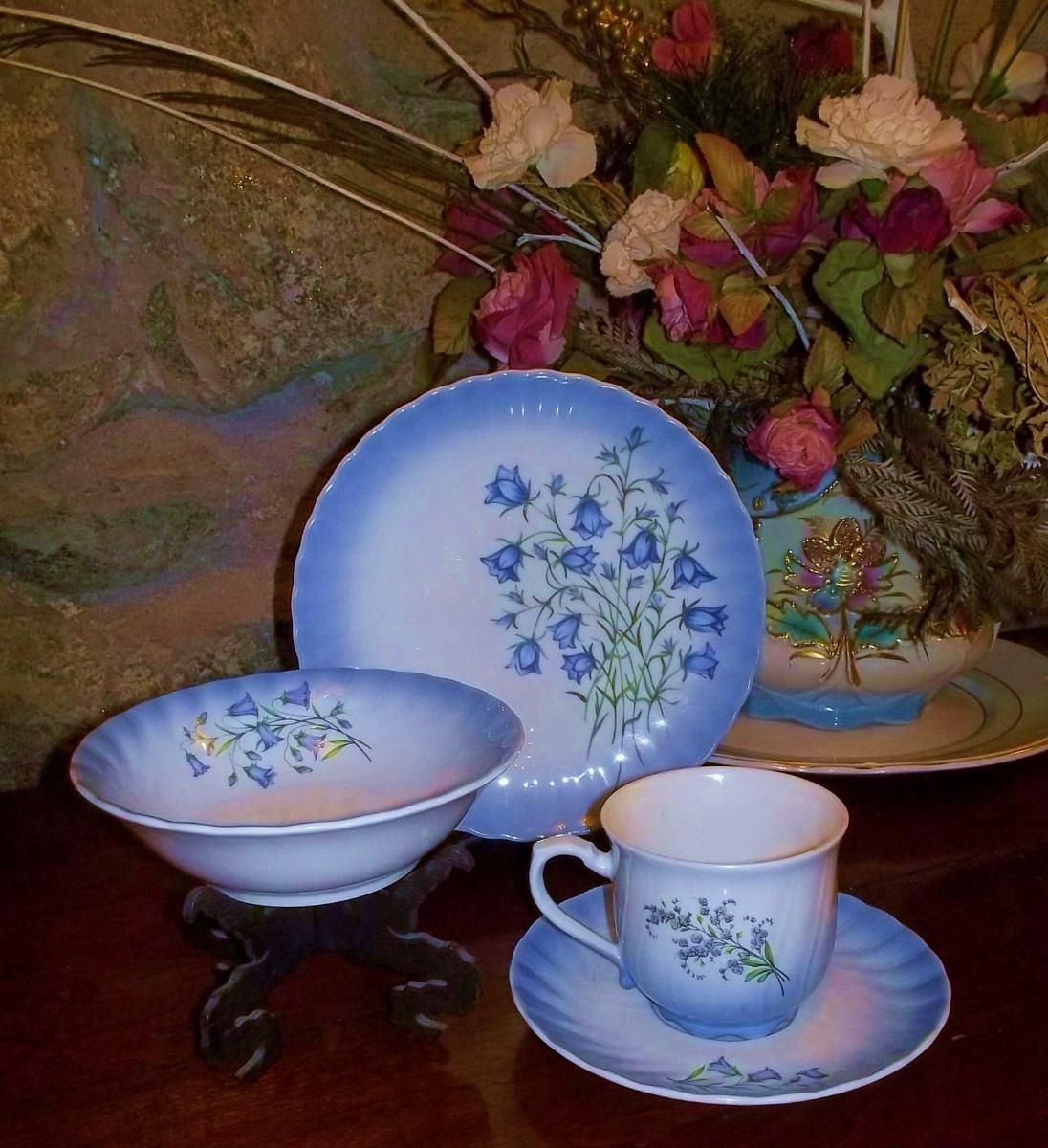 Antigua taza de porcelana con platos pan y cereal o postre for Tazas de porcelana