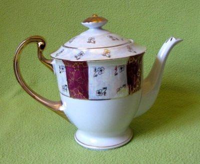 antigua tetera  de porcelana