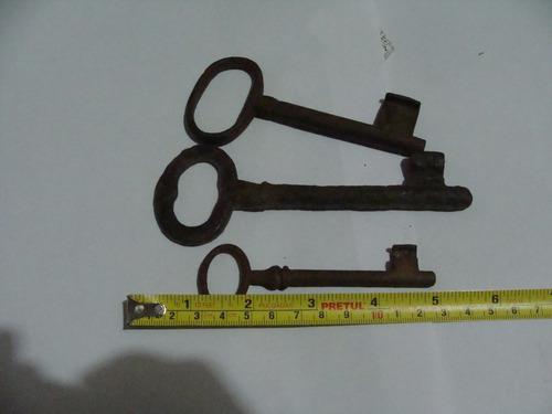 antigua tres llaves antiguas como aparecen en la foto