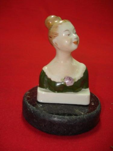 antigua y exquisita escultura de mujer en cerámica francesa