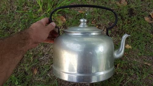 antigua y gran pava de aluminio de 7 litros