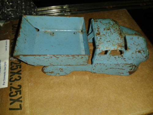 antiguas camionetitas de metal