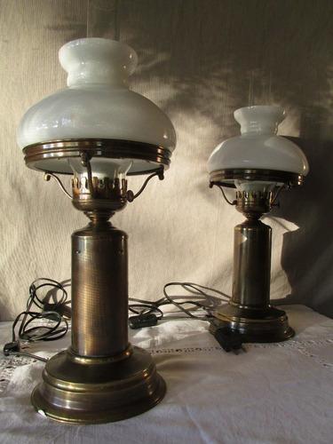 antiguas lamparas de bronce, con tubo y opalina