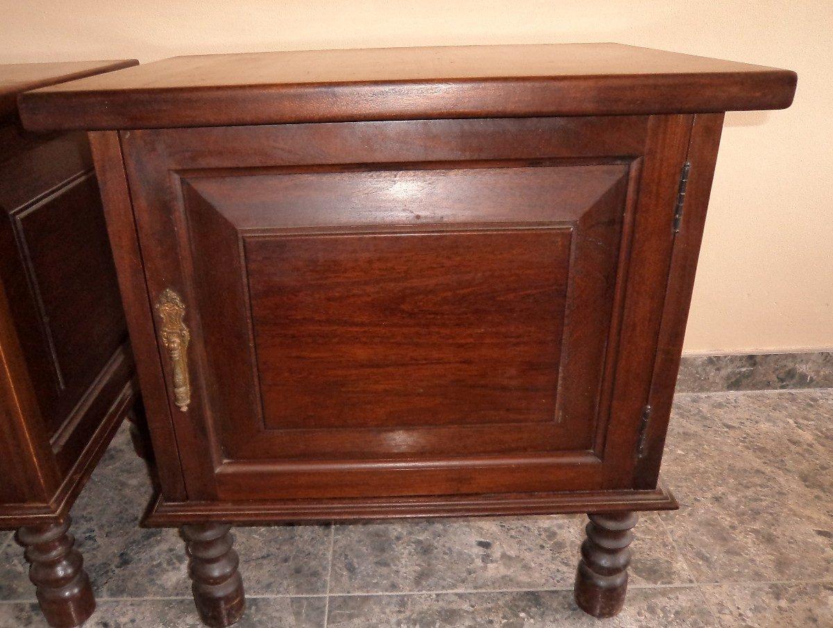 Antiguas mesas de noche 100 madera con apliques br mm13 for Mesas antiguas de madera