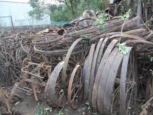 antiguas ruedas de hierro