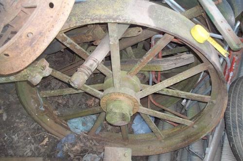 antiguas ruedas de hierro de máquina a vapor  ruston