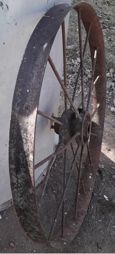 antiguas ruedas de sembradora, disco,arado ,quincho