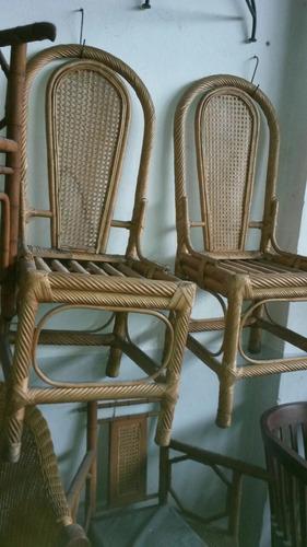 antiguas sillas de mimbre y esterilla