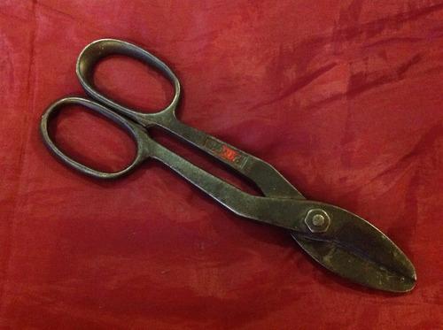 antiguas tijeras para cortar lámina
