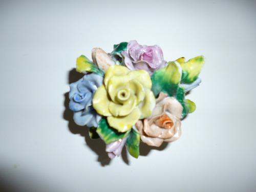 antiguo adorno corazon con flores en ceramica firmado