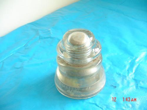 antiguo aislador de vidrio