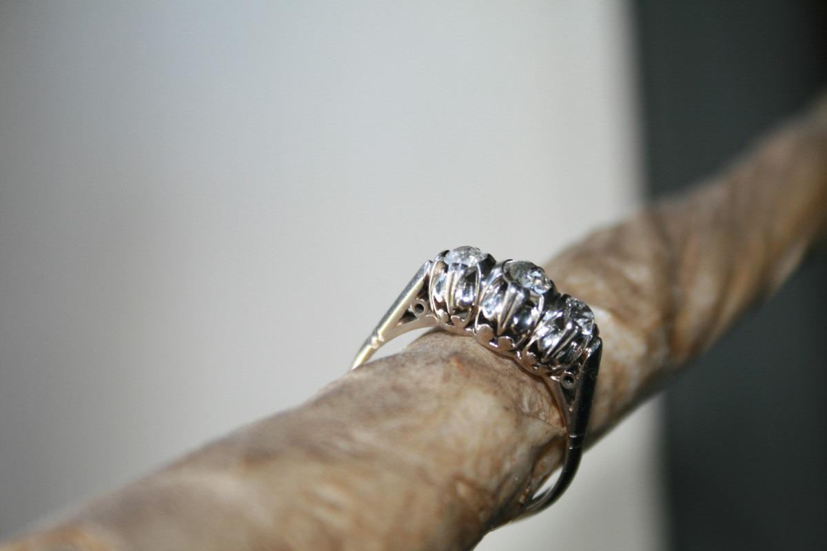 4fc2658159a3 antiguo anillo cintillo trisillo platino oro brillantes 6grs. Cargando zoom.