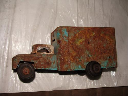antiguo antiguo camion banco , maltratado como se ve en las