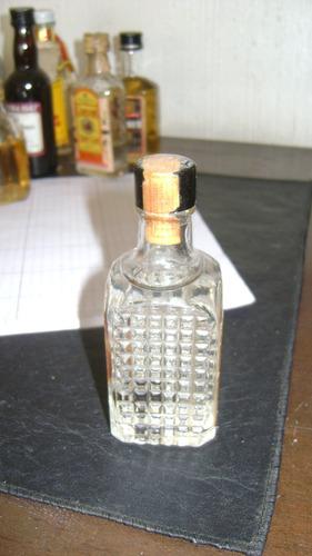 antiguo botellita miniatura de anis bols con sello y liquido