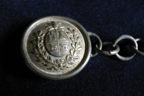 antiguo broche para cierre de capa militar escudo uruguay