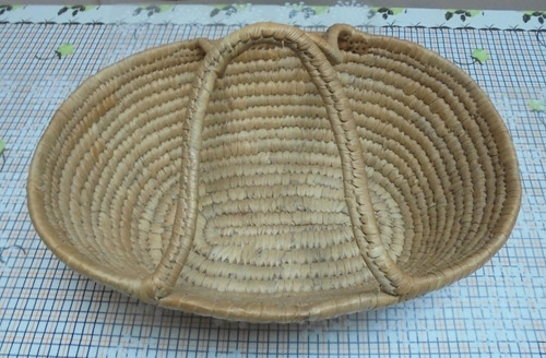 antiguo canasto de coiròn color natural medidas 42x34x15cm