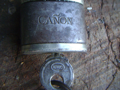 antiguo candado cañon con su llave original funcionando