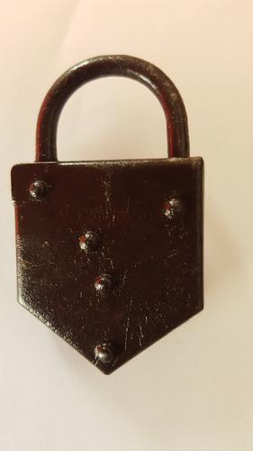 antiguo candado llave)