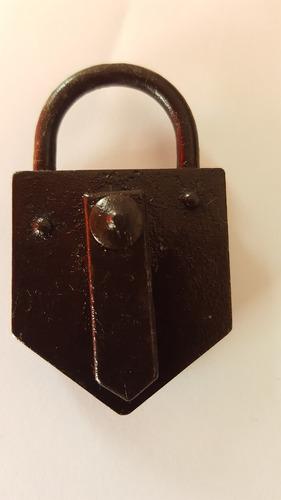 antiguo candado (sin llave)