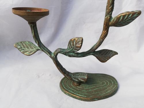 antiguo candelabro de bronce