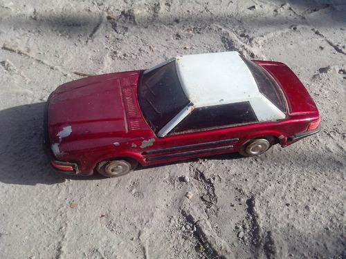 antiguo carro de lámina