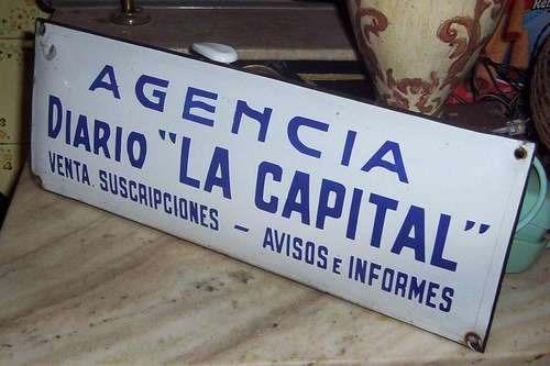 antiguo cartel enlozado , agencia diario la capital .