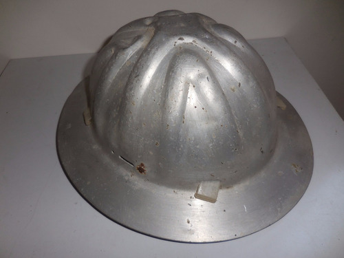 antiguo casco petrolero de aluminio años 60