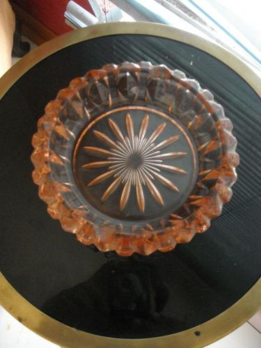 antiguo cenicero de cristal frences, colo ambar grande
