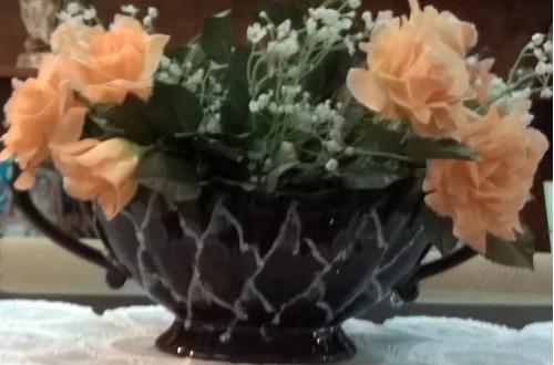 antiguo centro de mesa en cerámica esmaltada con relieve