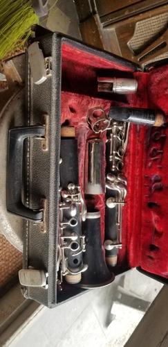 antiguo clarinete con estuches