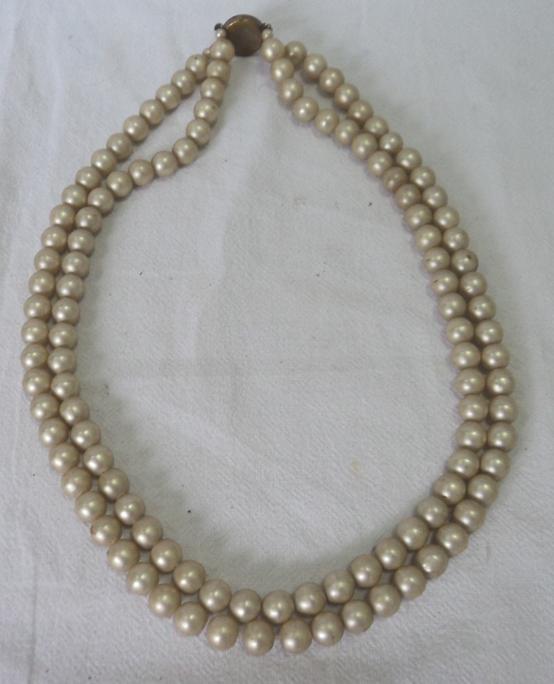 5b90d2e1ad43 antiguo collar retro vintage perlas fantasia broche redondo. Cargando zoom.