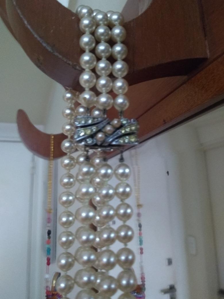 bec4124be66e antiguo collar triple simil perlas c broche. pompeya vcrespo. Cargando zoom.